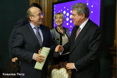 Вице-губернатор Санкт-Петербурга Михаил Мокрецов и Григорий Явлинский