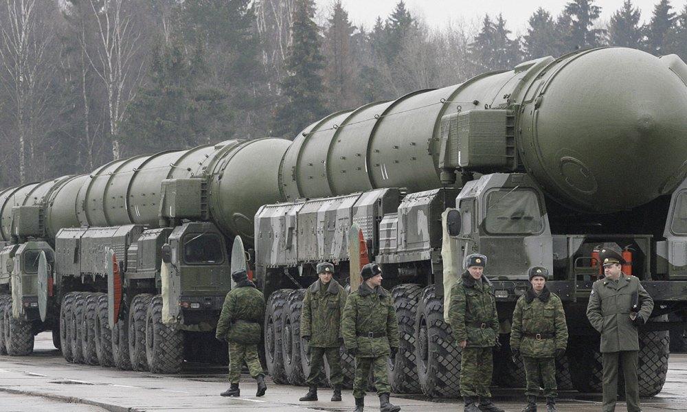 Ракетная установка «Тополь», российский подвижный грунтовый ракетный комплекс стратегического назначения с трехступенчатой твердотопливной межконтинентальной баллистической ракетой