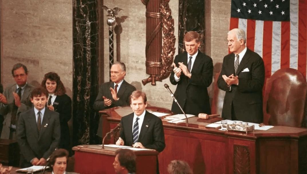 22 февраля 1990 года, президент Чехии Вацлав Гавел выступает в Конгрессе США